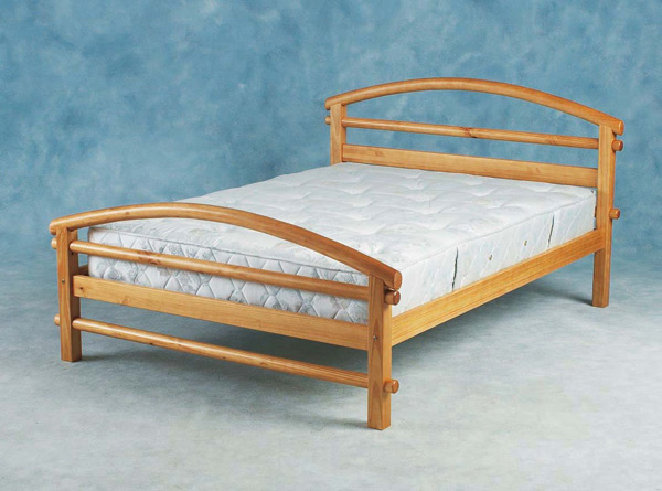 Benito, wooden beds